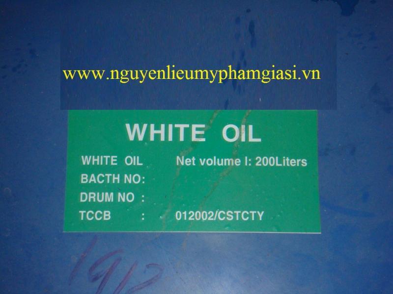 white-oil-gia-si-3-1538391009.jpg